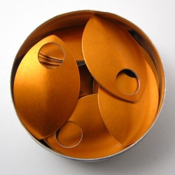 Oranje aluminium schubben, groot